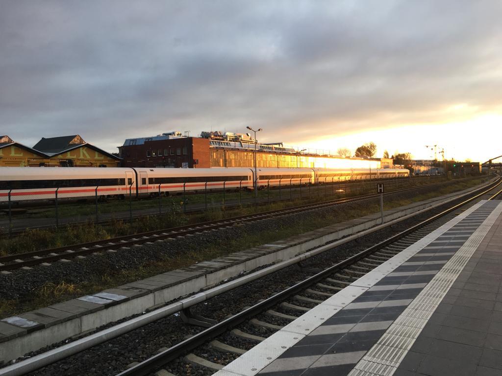 הרכבת לעבודה. צילום: רז עומר